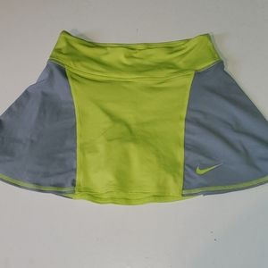 Nike women's XS grey & green  dry-fit skorts